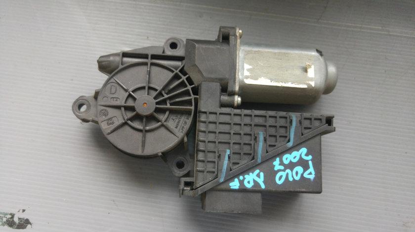 Motoras macara dreapta fata vw polo 9n 440774ep