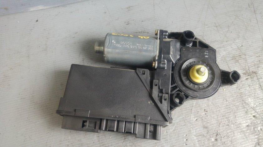 Motoras macara dreapta spate audi a4 b6 break 2003 8e0959802a 0130821766