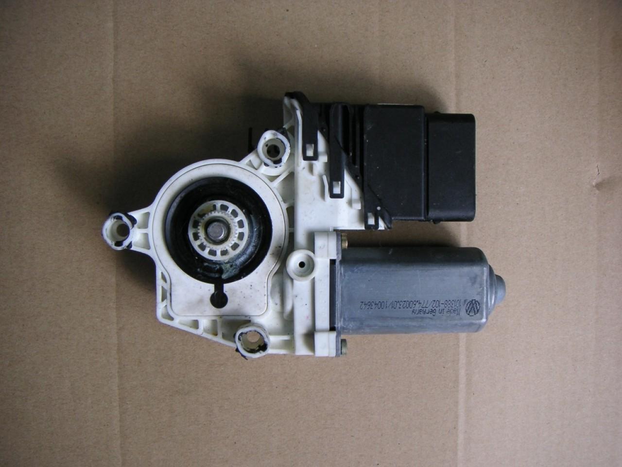 Motoras macara dreapta spate VW Golf 4, Bora, Seat Leon, Toledo cod 1C0959812A