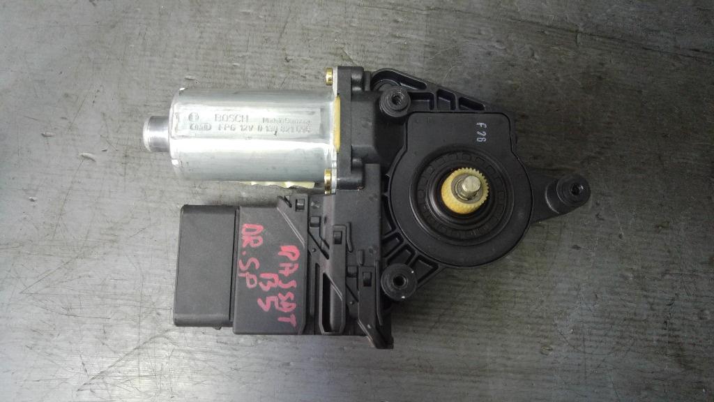 Motoras macara dreapta spate vw passat b5 3b9839752at 0130821696