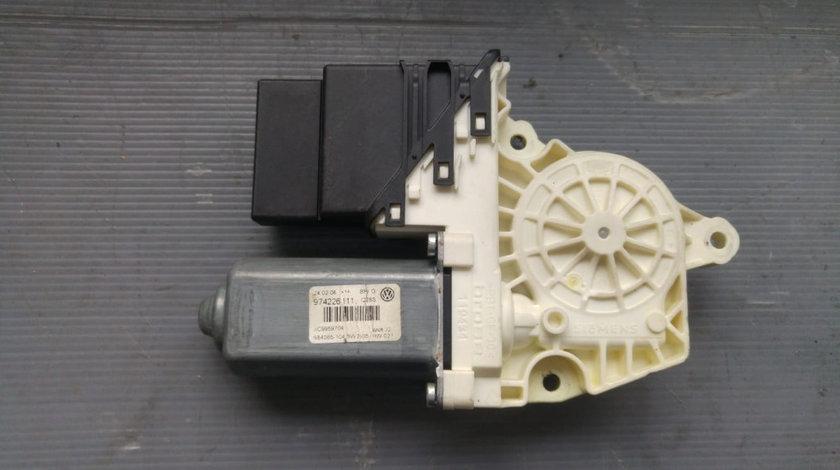 Motoras macara dreapta spate vw passat b6 3c 974226111