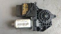 Motoras macara dreapta spate vw touran 2012 5k0959...