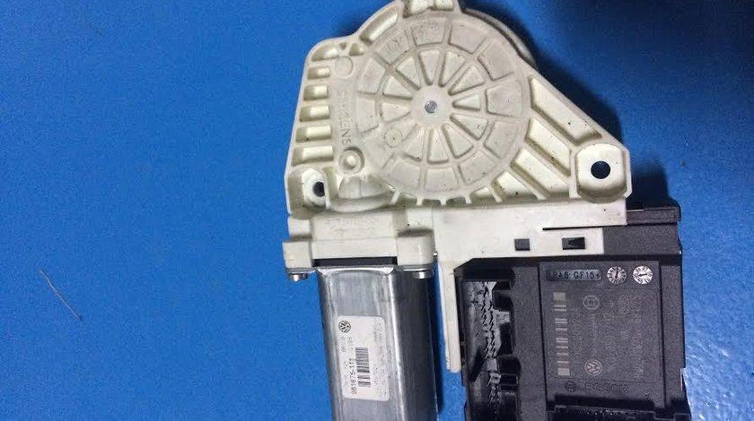 Motoras macara electrica usa cu modul dreapta fata VW GOLF 5 cod: 1K0959792G 2004-2008