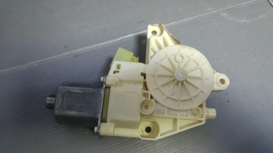 Motoras macara geam dreapta fata mercedes c-class w204 0130822502 a2048200242