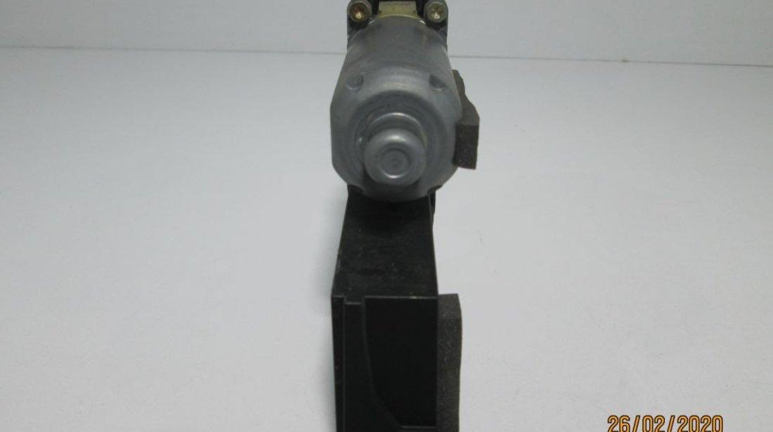 Motoras Macara geam dreapta spate Vw Phaeton an 2003-2007 cod 3D0959704E