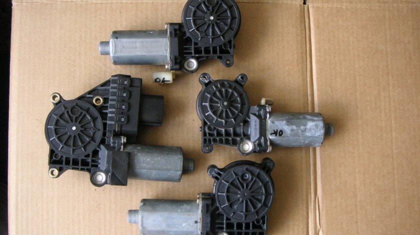 Motoras macara geam stanga fata BMW Seria 3, E46 (1998-2005) cod 0130821716