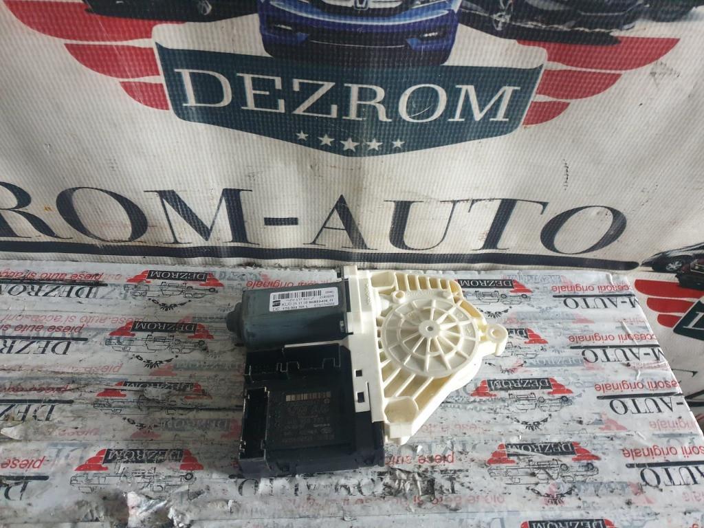 Motoras macara geam stanga fata Seat Leon 1P Facelift coduri : 1T0959701L / 1P0837401J
