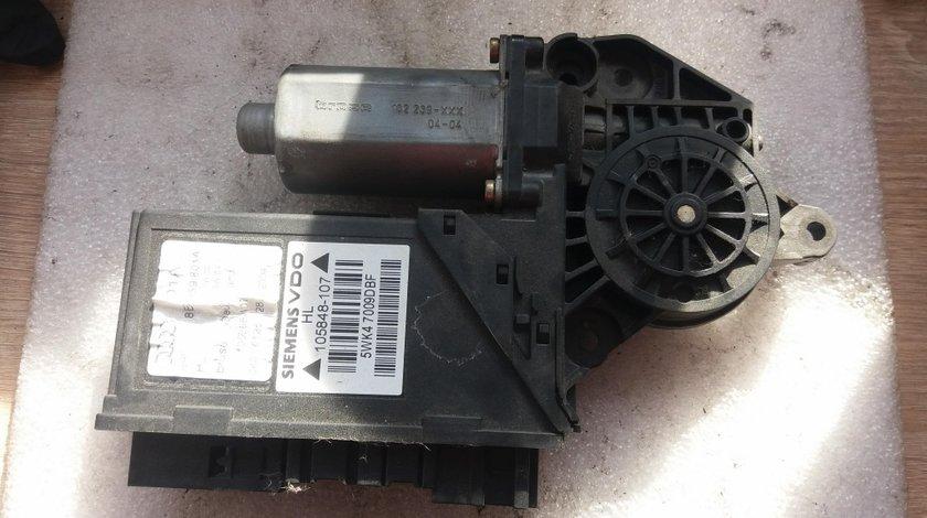 Motoras macara geam stanga spate audi a4 b7 2.5 tdi 2002 8e0959801a