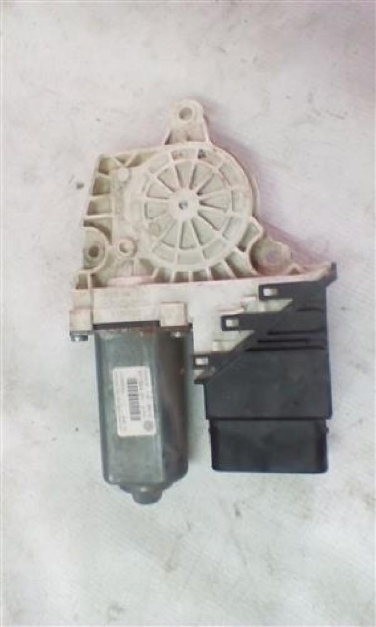 Motoras macara geam usa stanga spate Volkswagen Passat B6 Kombi An 2005-2010 cod 3C9959703