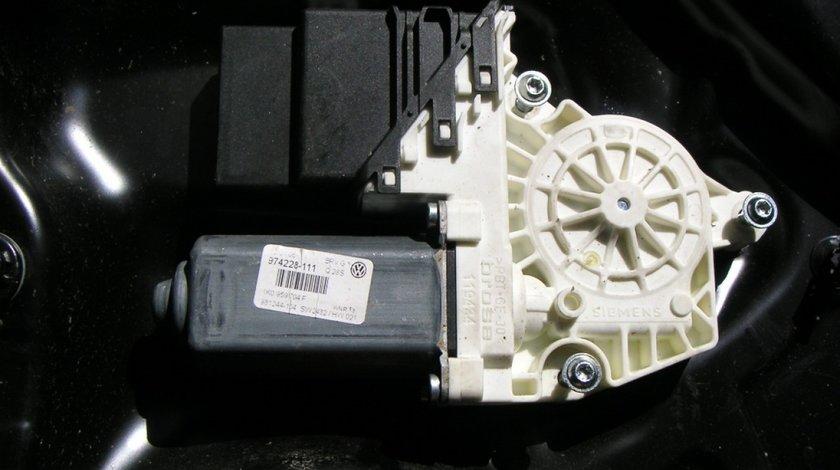 Motoras macara geam VW Golf 5, Passat B6 dreapta cod 1K0959704F