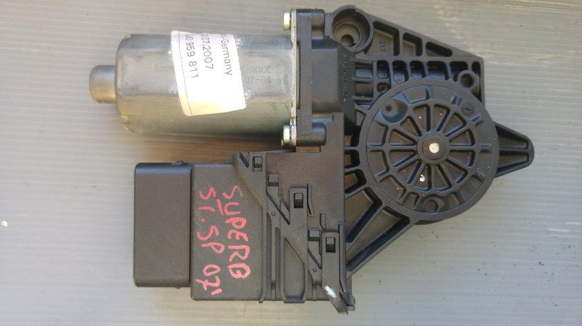 Motoras macara stanga spate skoda superb 3u0959811