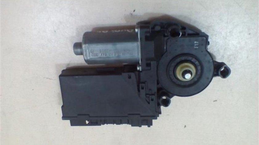 Motoras macara usa dreapta fata Audi A4 An 2000-2005 cod 8E2959802B
