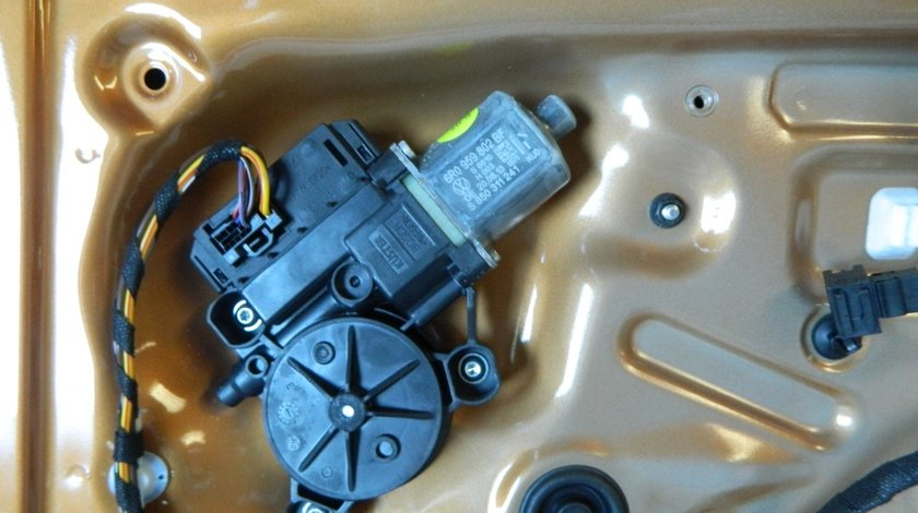 Motoras macara usa dreapta fata VW Polo Cross cod: 6R0959802BF