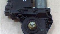 Motoras macara usa dreapta spate Audi A4 An 2004-2...