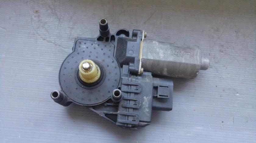 Motoras macara usa dreapta spate audi a6 c5 0130821785