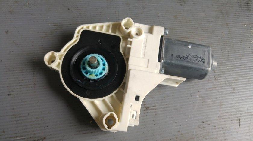 Motoras macara usa dreapta spate audi a7 4g 8k0959801b
