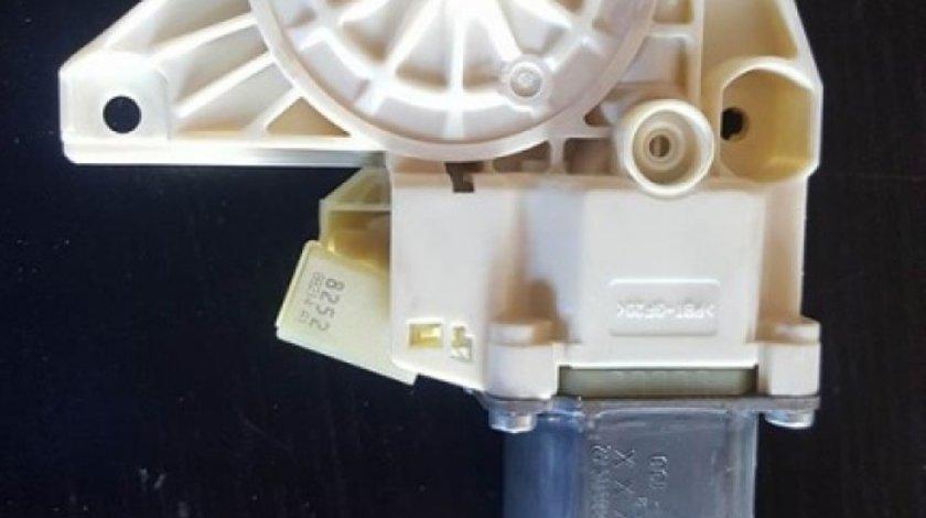 Motoras macara usa dreapta spate cod a2048200542 mercedes benz c-classe w204