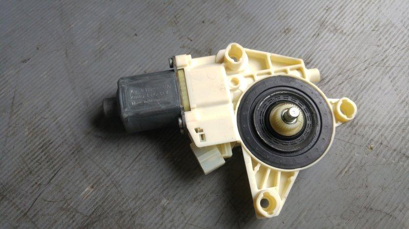 Motoras macara usa stanga fata mercedes a-class w176 a2469065100