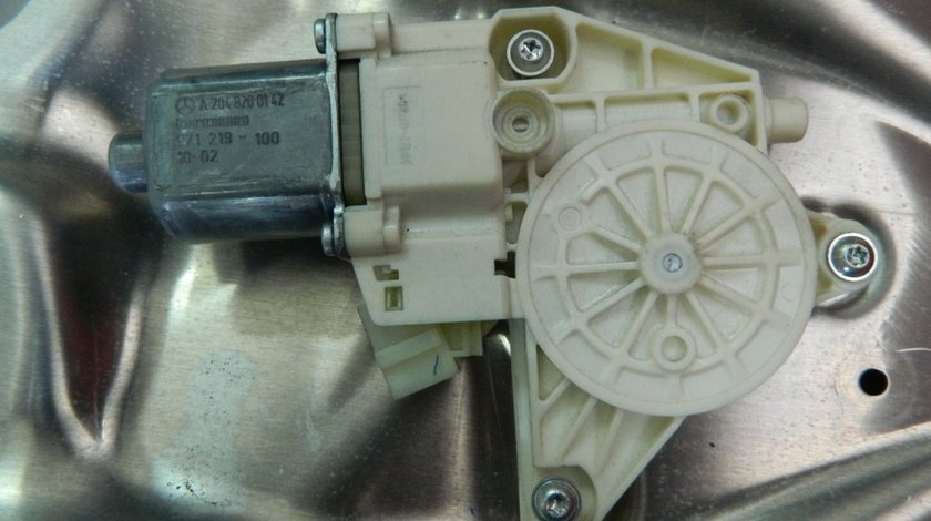 Motoras macara usa stanga fata Mercedes E-Class W212 cod: A2048200142 model 2012