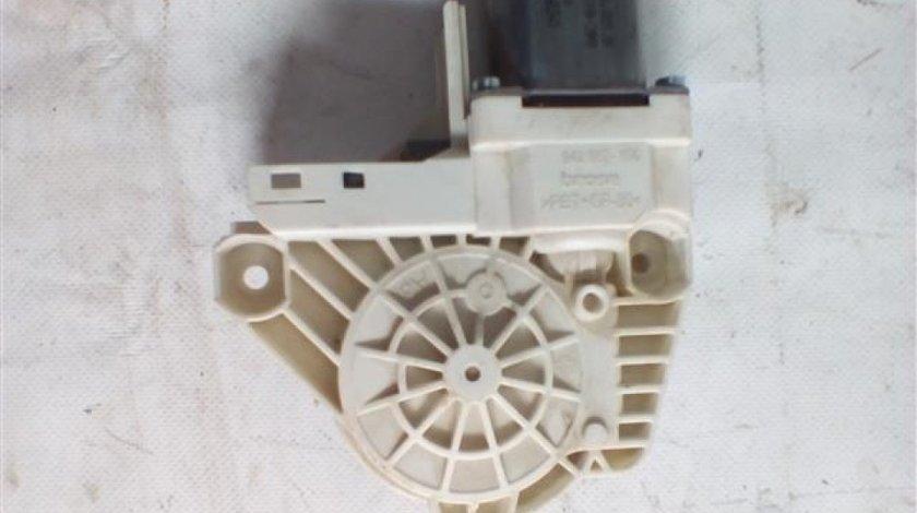 Motoras macara usa stanga fata Volkswagen Touareg An 2009-2015 cod 8K0959801B