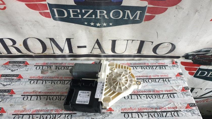 Motoras macara usa stanga fata VW Eos cod piesa : 5K0959793A / 1Q0959701H