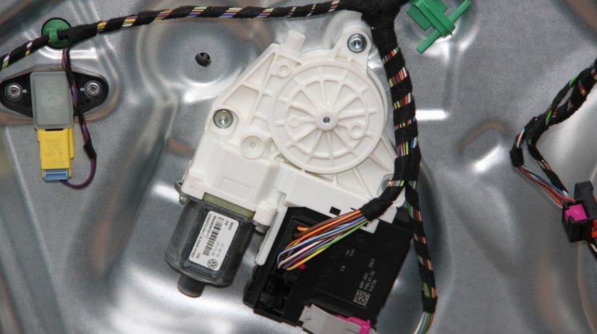Motoras macara usa stanga fata VW Tiguan 5N cod: 5N0959701F model 2012