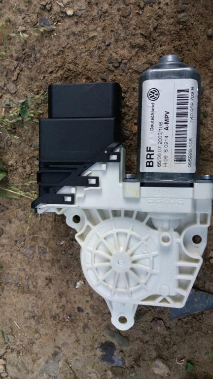 Motoras macara usa stanga spate VW Touran 1K0959703B