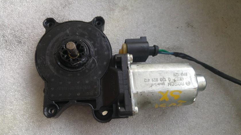 Motoras macara usa stanga vw fox 2 usi 0130821412