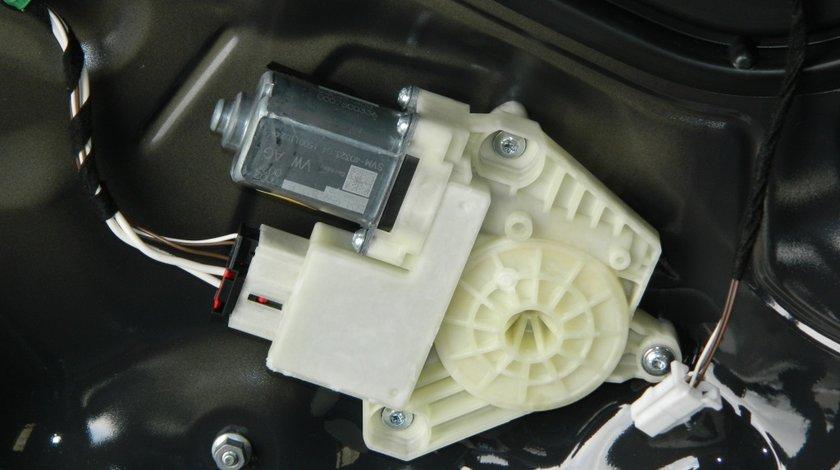 Motoras usa dreapta spate VW Passat B8 cod: 5Q4959811E