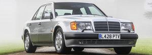 Mr. Bean isi scoate la vanzare vechiul Mercedes. Masina a fost construita manual de Porsche