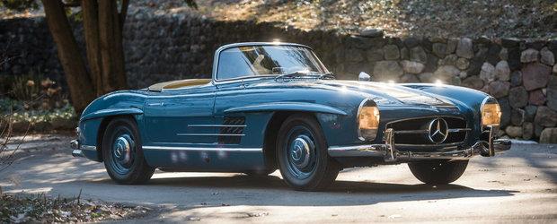 N-o sa te poti da mare cu celebrele usi Gullwing, dar este totusi un Mercedes 300 SL. Tine-te bine cand ajungi la pret
