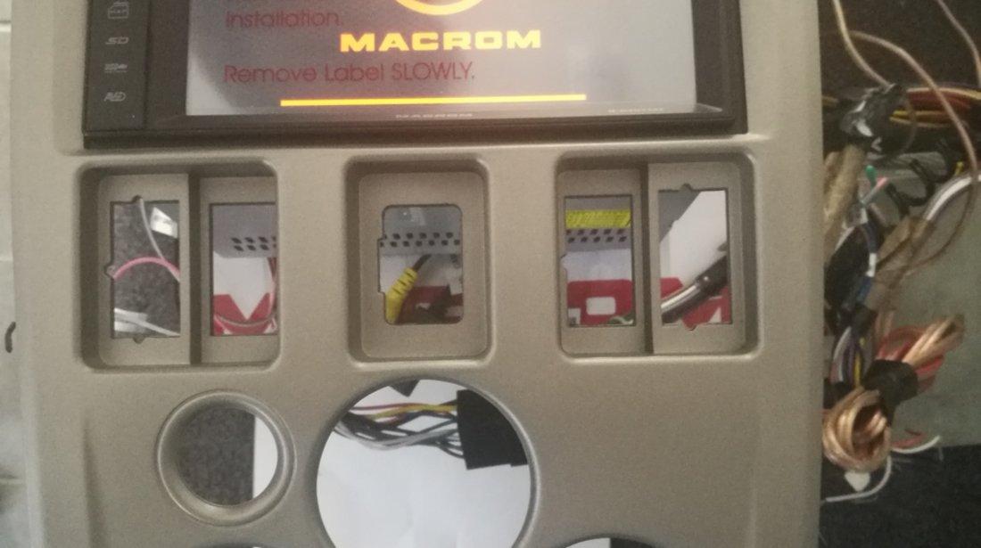 Navigatie Dedicata Dacia Logan Ph1 2004 - 2008 MACROM M-DVD 5560 DVD PLAYER AUTO USB SD PLAYER GPS