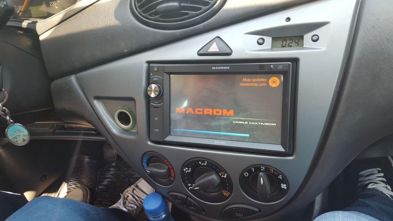 NAVIGATIE DEDICATA FORD FOCUS 1 MK1 MULTIMEDIA PLAYER MACROM M-DL5000 2DIN USB SD GPS CARKIT