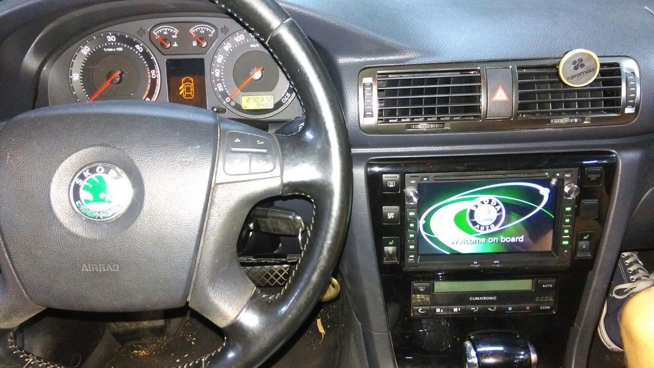 NAVIGATIE DEDICATA VW PASSAT B5 GOLF 4 SKODA OCTAVIA1 SUPERB1 FABIA1 SEAT LEON ALHAMBRA PEUGEOT 307