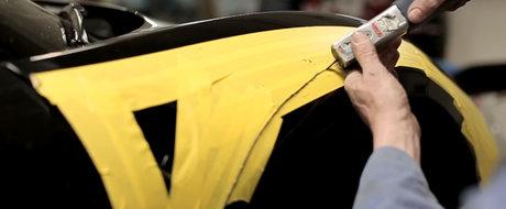 Ne-am putea uita toata ziua la cum este taiat si gaurit acest Ferrari 458 Italia