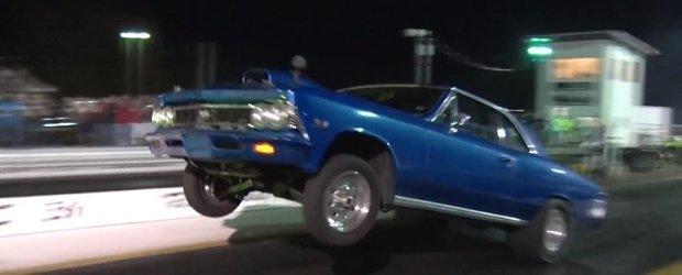 Nimic nu pare mai frumos decat un Chevrolet Chevelle care face wheelie