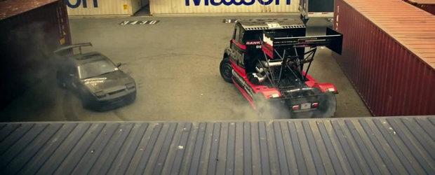 Nissan 240SX vs Freightliner: Duel spectaculos in pasi de Gymkhana