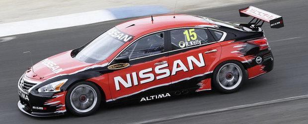 Nissan Altima V8 ne invita la o scurta plimbare pe circuit