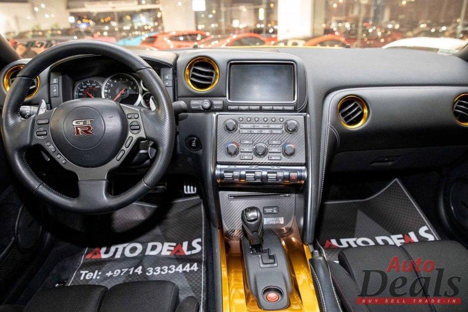 Nissan GT-R cu caroseria gravata