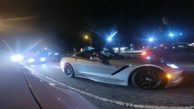 Imagini pentru imagini cu o șosea cu mașini noaptea