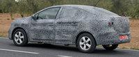 Noua Dacia Logan 3, surprinsa pentru prima data in teste. Masina romaneasca a fost fotografiata cu faruri LED si plafon de coupe