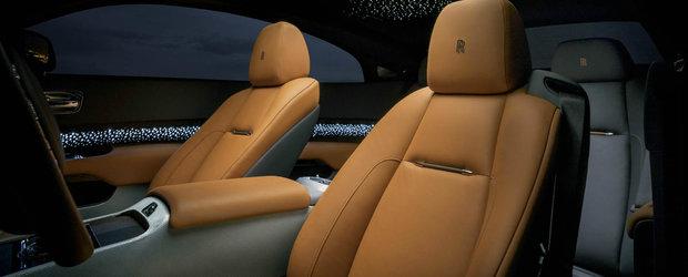 Noua fita in materie de dotari de lux: sute de LED-uri in lemnul din portierele masinii