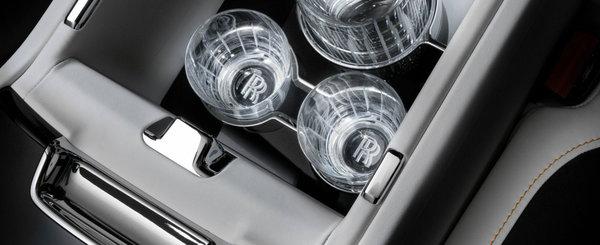Noua limuzina de 5.7 metri de la Rolls-Royce are frigider care raceste sampania in functie de vechimea ei