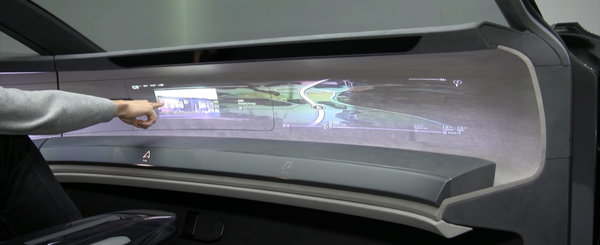 Noua masina de la Audi e nebunie curata: are proiectoare care proiecteaza sistemul de navigatie pe plansa de bord. Cum arata in realitate