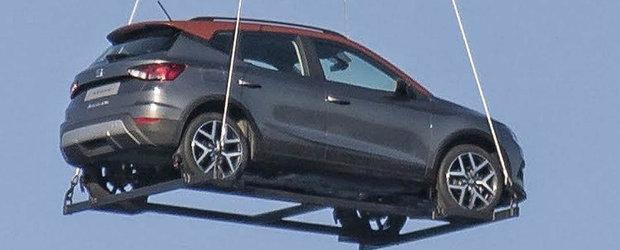 Noua masina de la SEAT, surprinsa in timp ce zbura deasupra Barcelonei. Imaginea care a facut inconjurul internetului