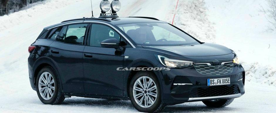 Noua masina de la Volkswagen a iesit pe strazi camuflata in Opel. FOTO ca sa te convingi si singur