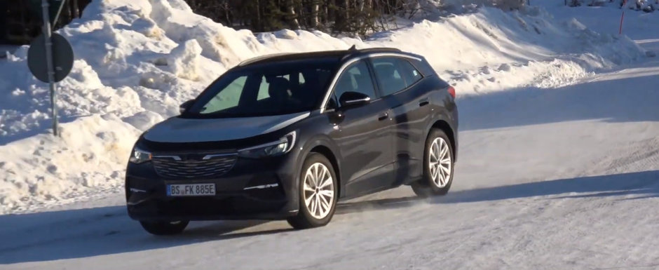 Noua masina de la VW a iesit pe strazi camuflata in Opel. VIDEO ca sa te convingi si singur