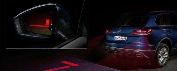 Noua masina de la VW e la ani lumina in fata rivalilor. Are stopuri care proiecteaza simboluri pe asfalt