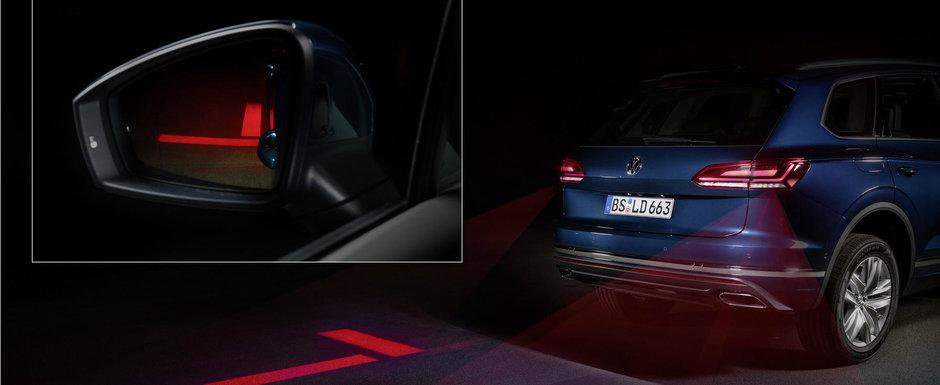 Noua masina de la VW e la ani lumina in fata rivalilor. Are stopuri care proiecteaza simboluri pe