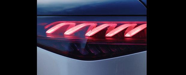 Noua masina de serie de la Mercedes e la ani lumina in fata rivalilor: are display curbat de 55 de inch! Video